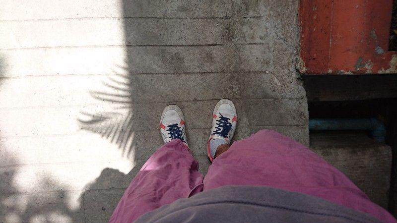 วันนี้ใส่รองเท้าไม่แตะออกมาร้านกาแฟ